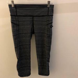 Lululemon black and gray crop legging, sz 6, 68873